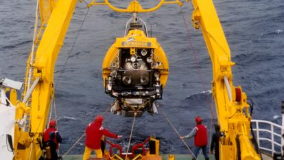 ANTARES project for the construction of the first underwater telescope for the detection of the very high energy cosmic neutrinos, situated in the south of the Porquerolles island in Var (France) : immersion of the Nautilus of IFREMER before the underwater connection test. (© CNRS/IN2P3)