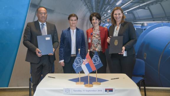 (From left) Mladen Šarčević, Serbian Minister of Education, Science and Technological Development, Ana Brnabić, Prime Minister of the Republic of Serbia, Fabiola Gianotti, CERN Director-General, and Charlotte Warakaulle, CERN Director for International Relations.  (Image: CERN)